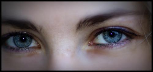 Ik smelt van blauwe ogen en donker haar...